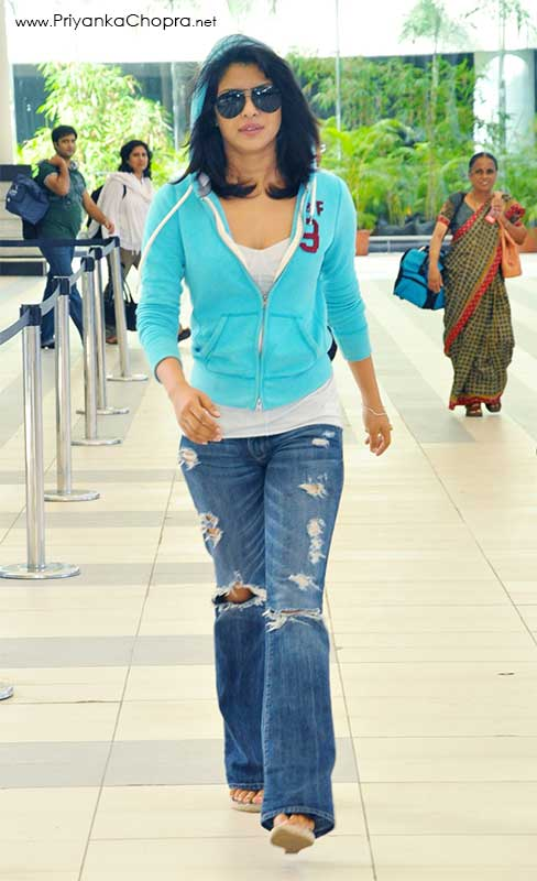Priyanka Chopra Arrives at the Mumbai airport 06.26.2010